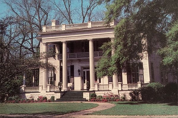 4 spooky southern mansions for sale southern mansions for Southern plantation houses for sale