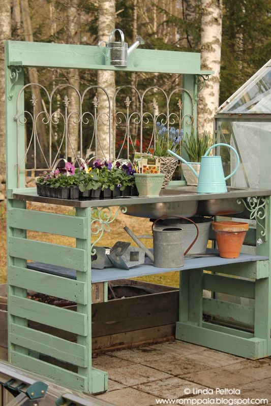 Diy garden potting table using pallets old sink romppala for Potting shed plans diy blueprints