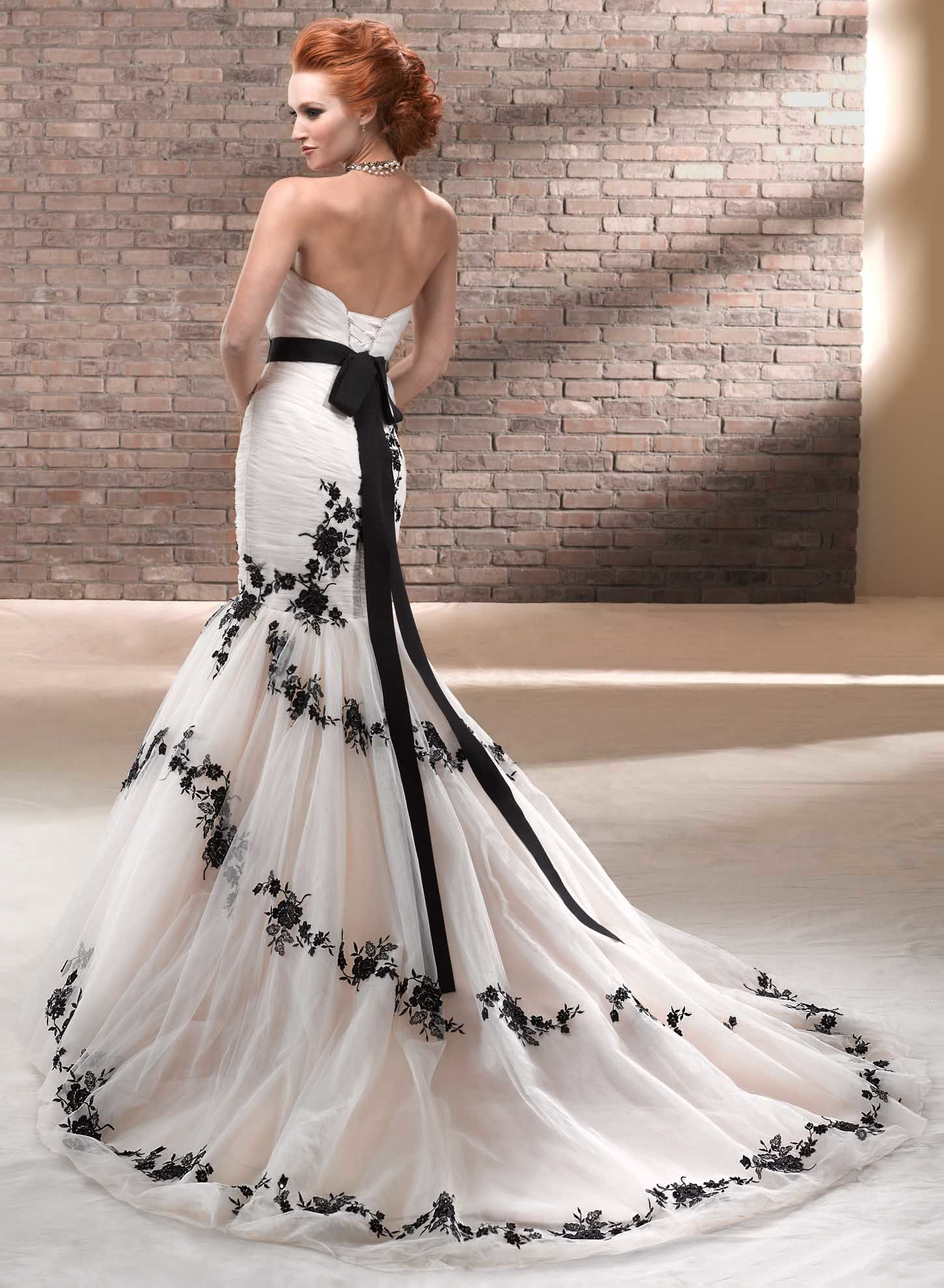 51a6edd31a9 Black and White Mermaid Wedding Dress With Lace. Perfect for Second Wedding