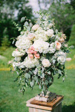 Large Ivory and Peach Arrangement | photography by http://www.jacquicole.com