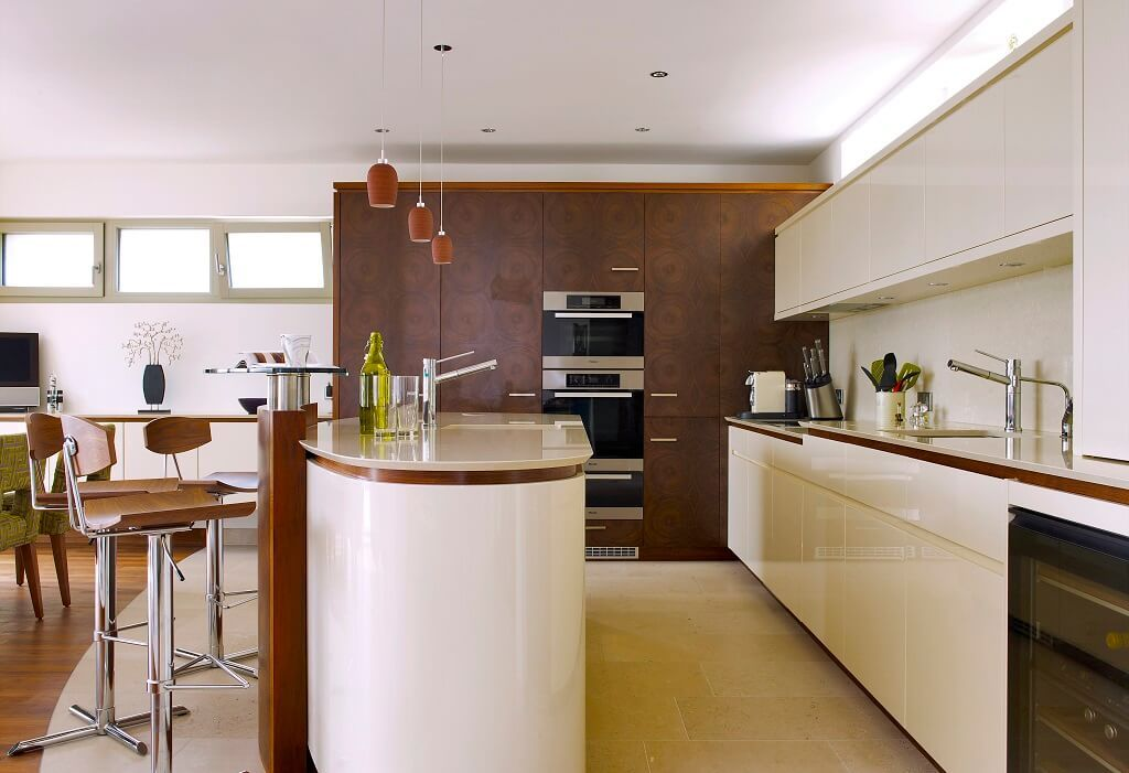 Elegante Küche mit Bar - Inneneinrichtung Designhaus Griffen von - kuche wohnzimmer offen modern