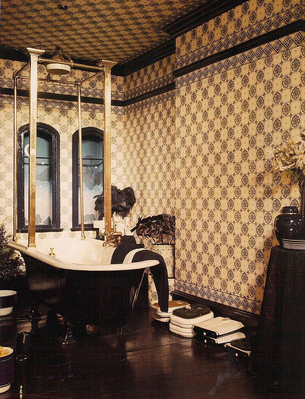 As Well As Jazz Age Style Big Biba Was A Key Promoter Of Another Huge Trend Victoriana Biba Home Decor Display