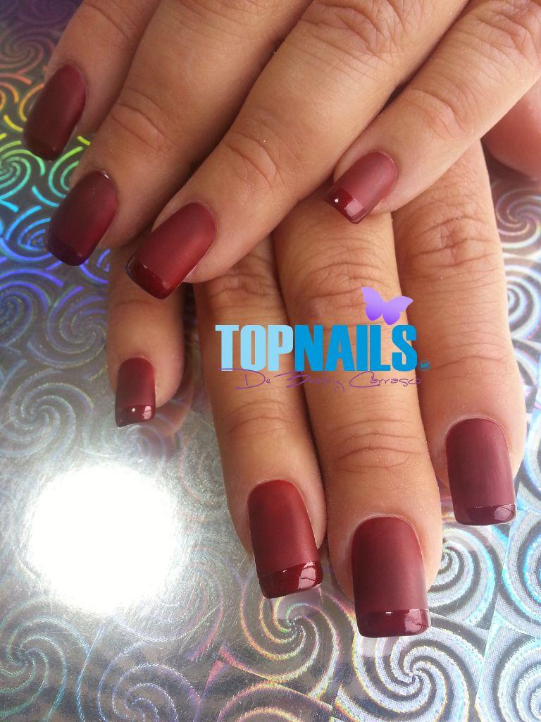 Uñas Acrílicas con esmalte mate punta brillante. (Acrylic nails with ...