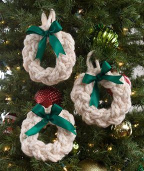 Free Knitting Pattern For Wreath Ornaments And More Christmas