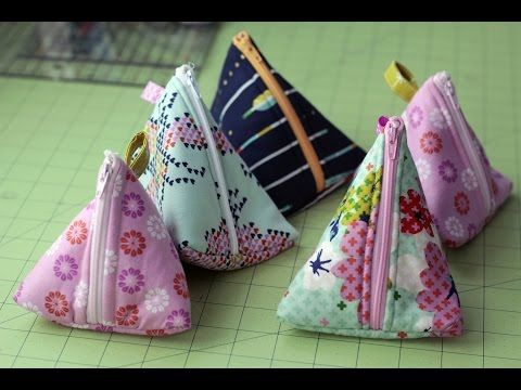 DIY Triangle Zipper Pouch Tutorial - YouTube - good tutorial shows how to sandwich zipper between outer fabric & lining