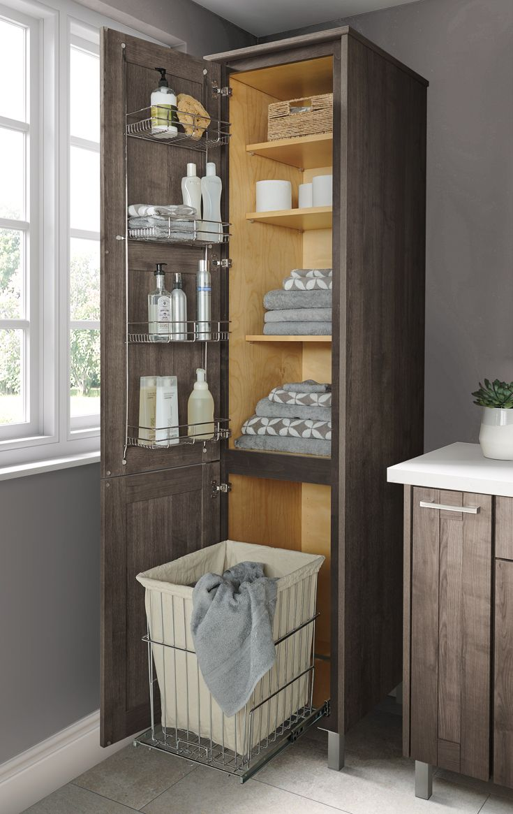 Smart storage goes a long way when it comes to keeping a small bathroom organized. #smallbathroomstorage