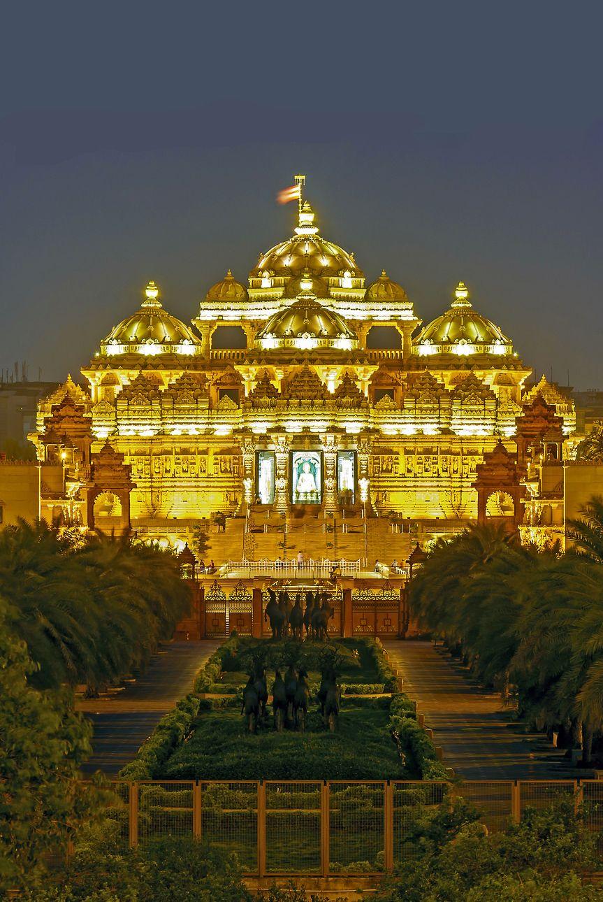 Akshardham temple delhi 8th wonder of the world world for Religious buildings in india
