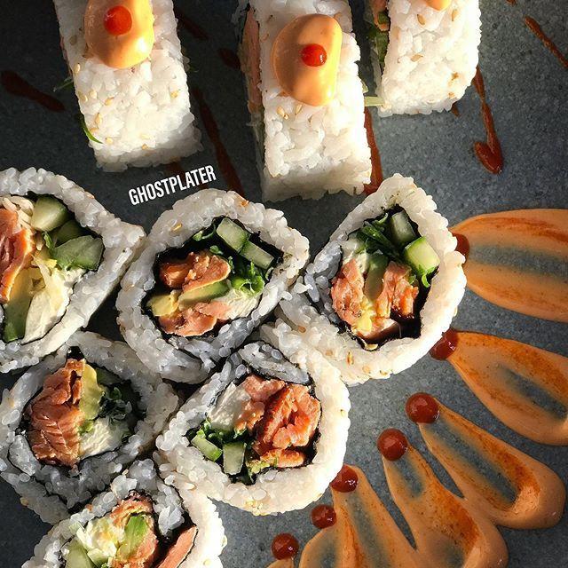 Smoked Salmon Sushi 🤤😏😍🐟🍣🍱👻🍽#sushi