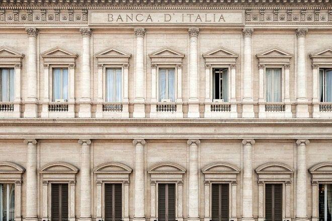 In Bankitalia hanno fatto la scoperta del secolo: metà delle famiglie vive con meno di 2.000 euro al mese