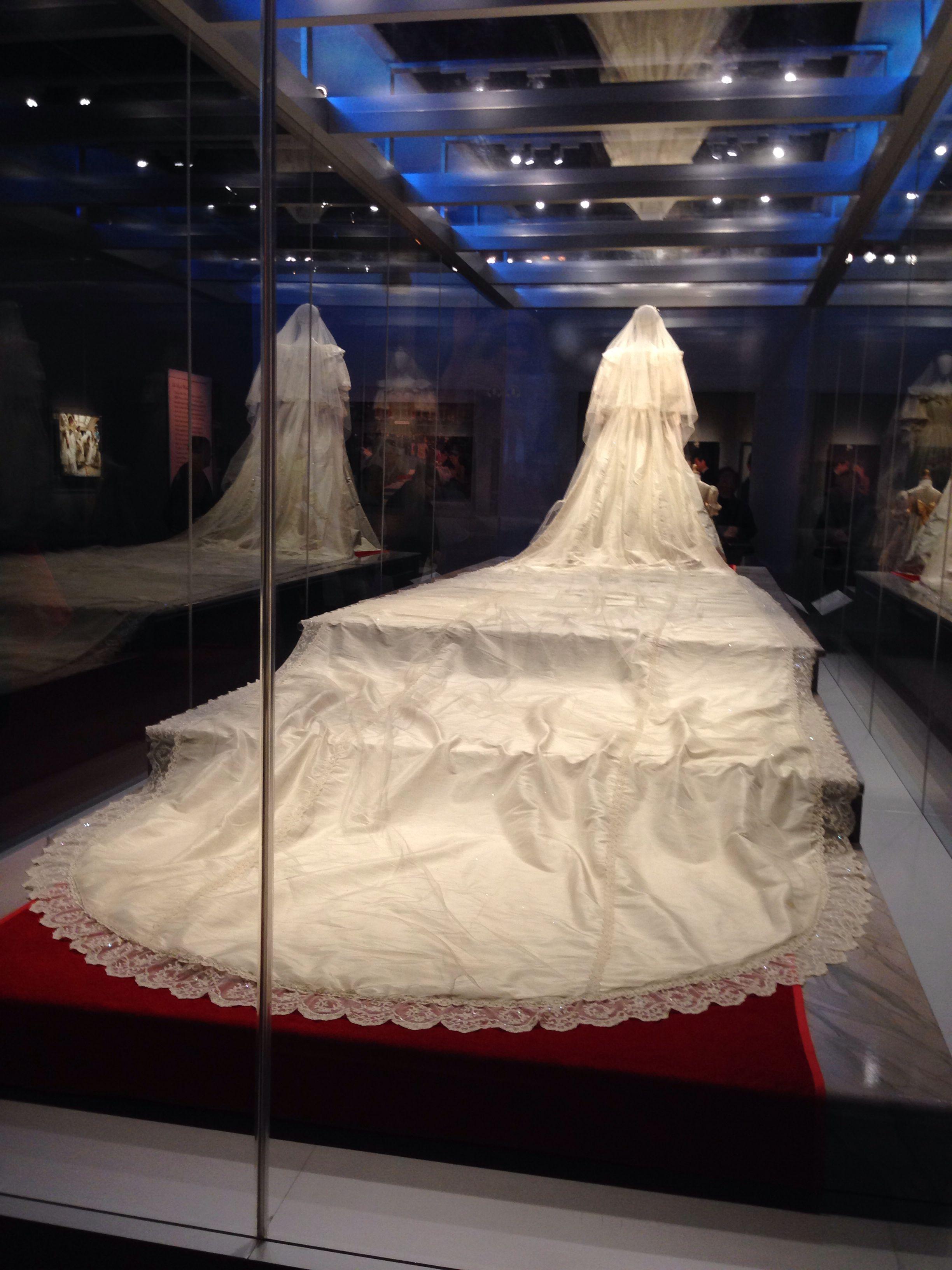 Lady Diana S Wedding Train Princess Diana Wedding Princess Diana Dresses Princess Diana Rare [ 3264 x 2448 Pixel ]