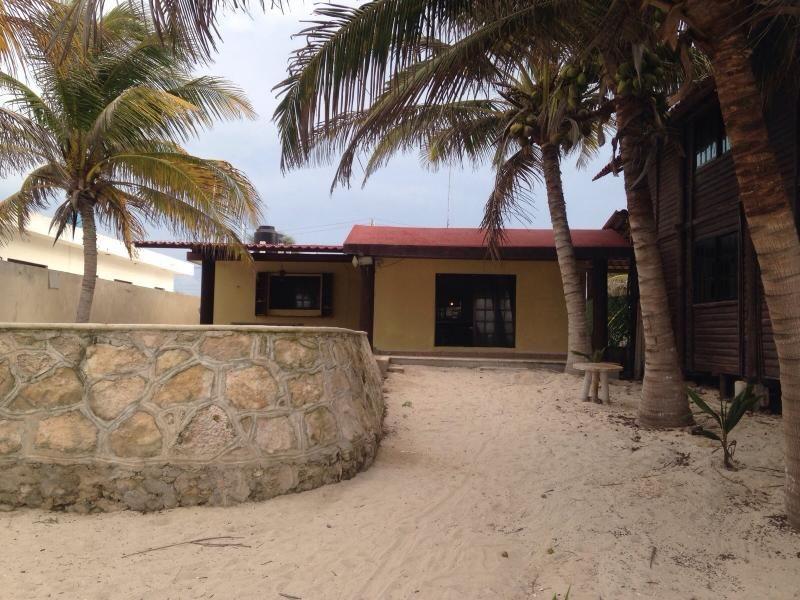 $200 Casa ixpa-hu: 3 Bedroom Beach Rental in Telchac Puerto