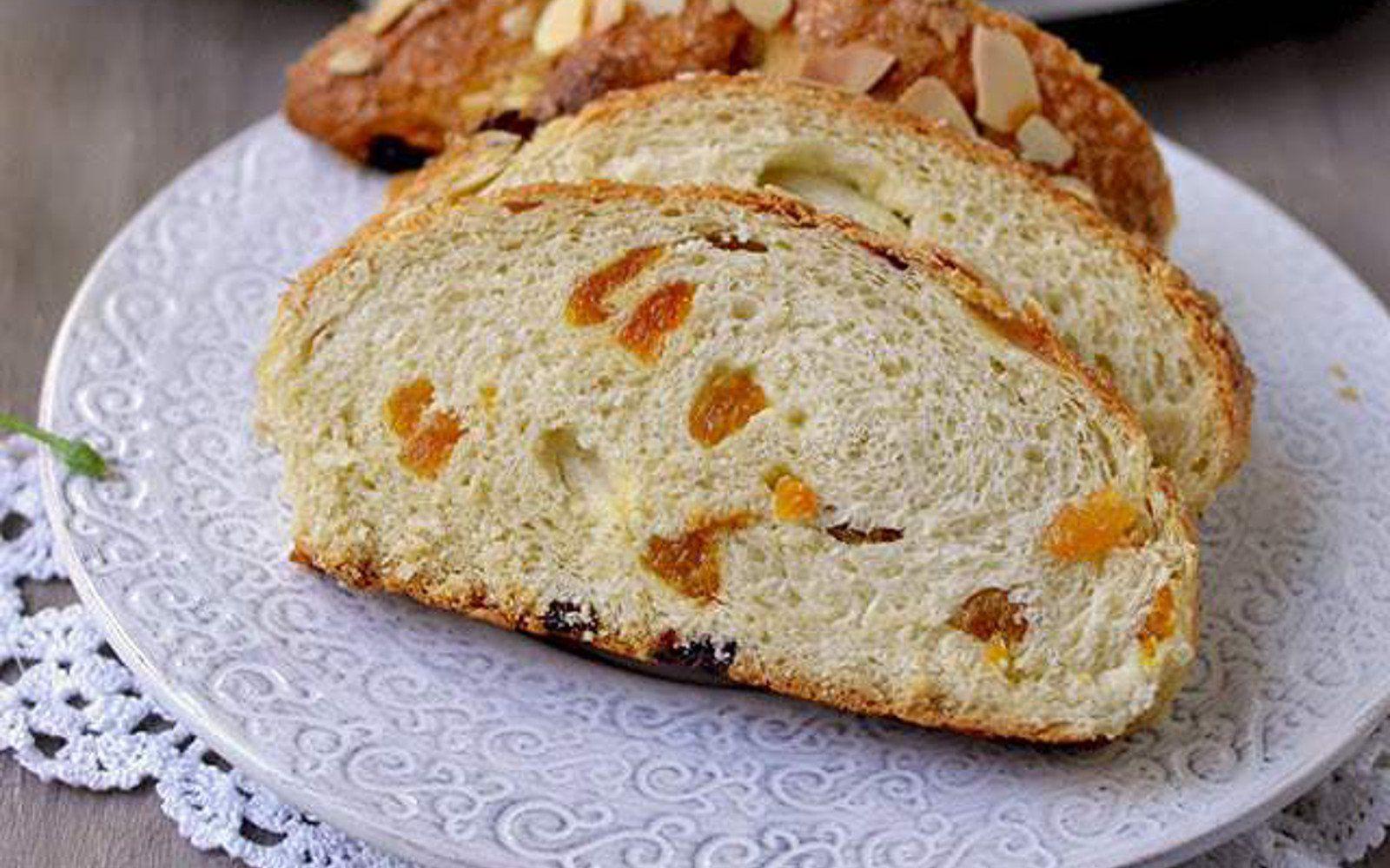 Colomba di pasqua italian easter sweet bread vegan in