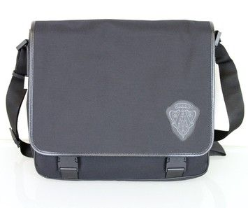 dc565709be7c Gucci Canvas Messenger W/hysteria Crest 282524 1001 New Black Messenger Bag.  Get one of the hottest styles of the season! The Gucci Canvas Messenger ...