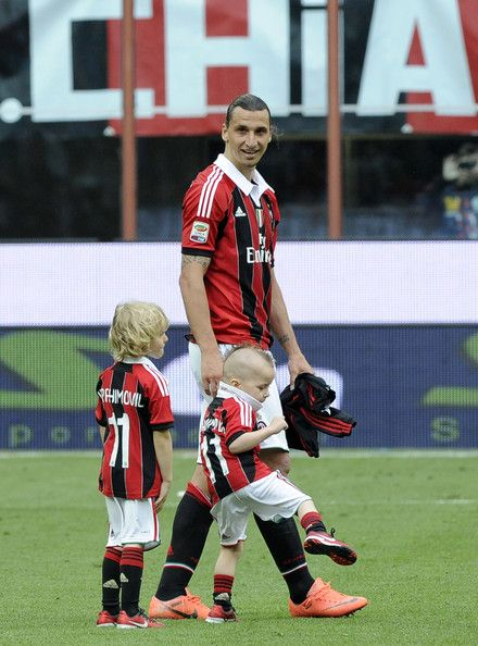 Zlatan Ibrahimovic Photos Photos Ac Milan V Novara Calcio Serie A Zlatan Ibrahimovic Ac Milan Milan
