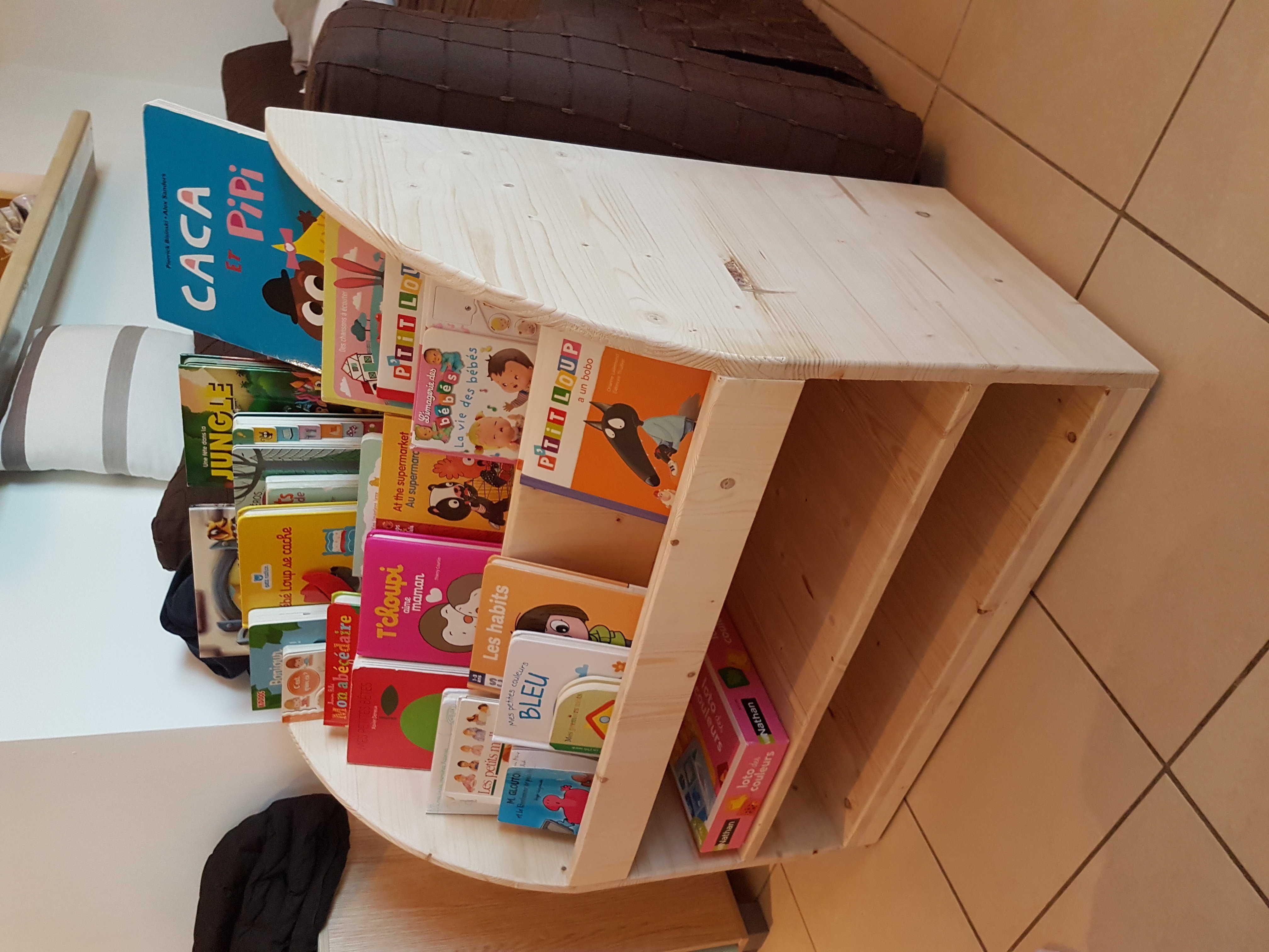DIY tuto Bibliothèque pour enfant | Tutos Bricolage sur ... - Bibliotheque Diy