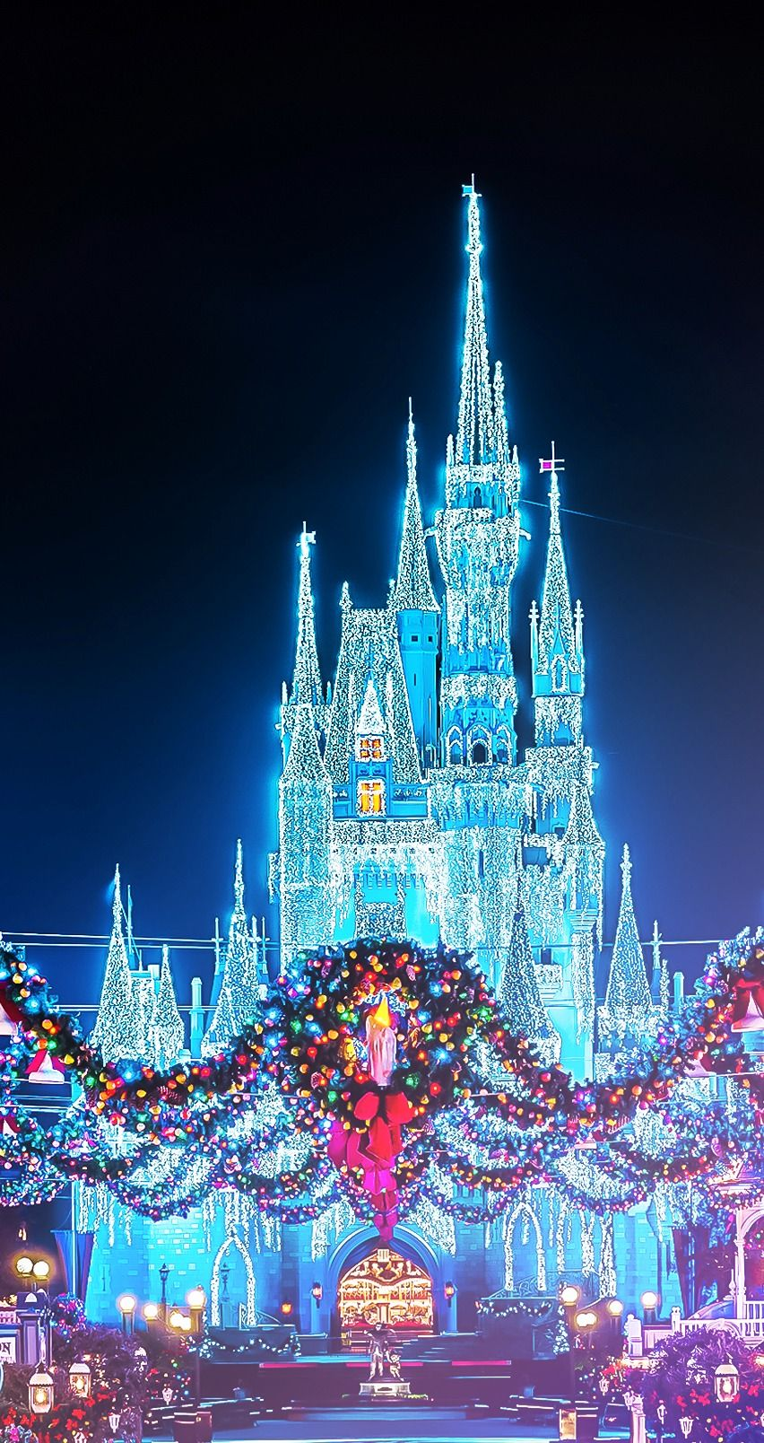 christmas disney magic kingdom castle with the wreaths photographer
