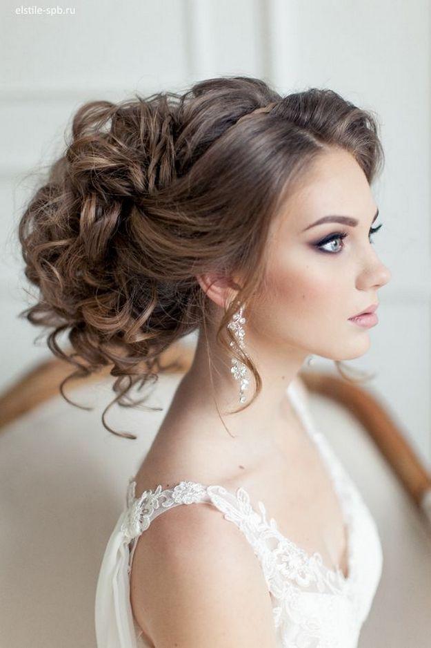 Chignon et cheveux bouclés pour la mariée