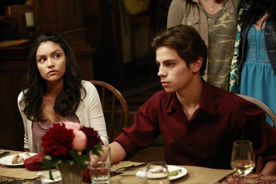 Uh Oh Why Do Lexi And Jesus Look So Concerned Tune In To The All New Episodes Of The Fosters Mondays At 9 8c The Fosters The Fosters Episodes Jake T Austin
