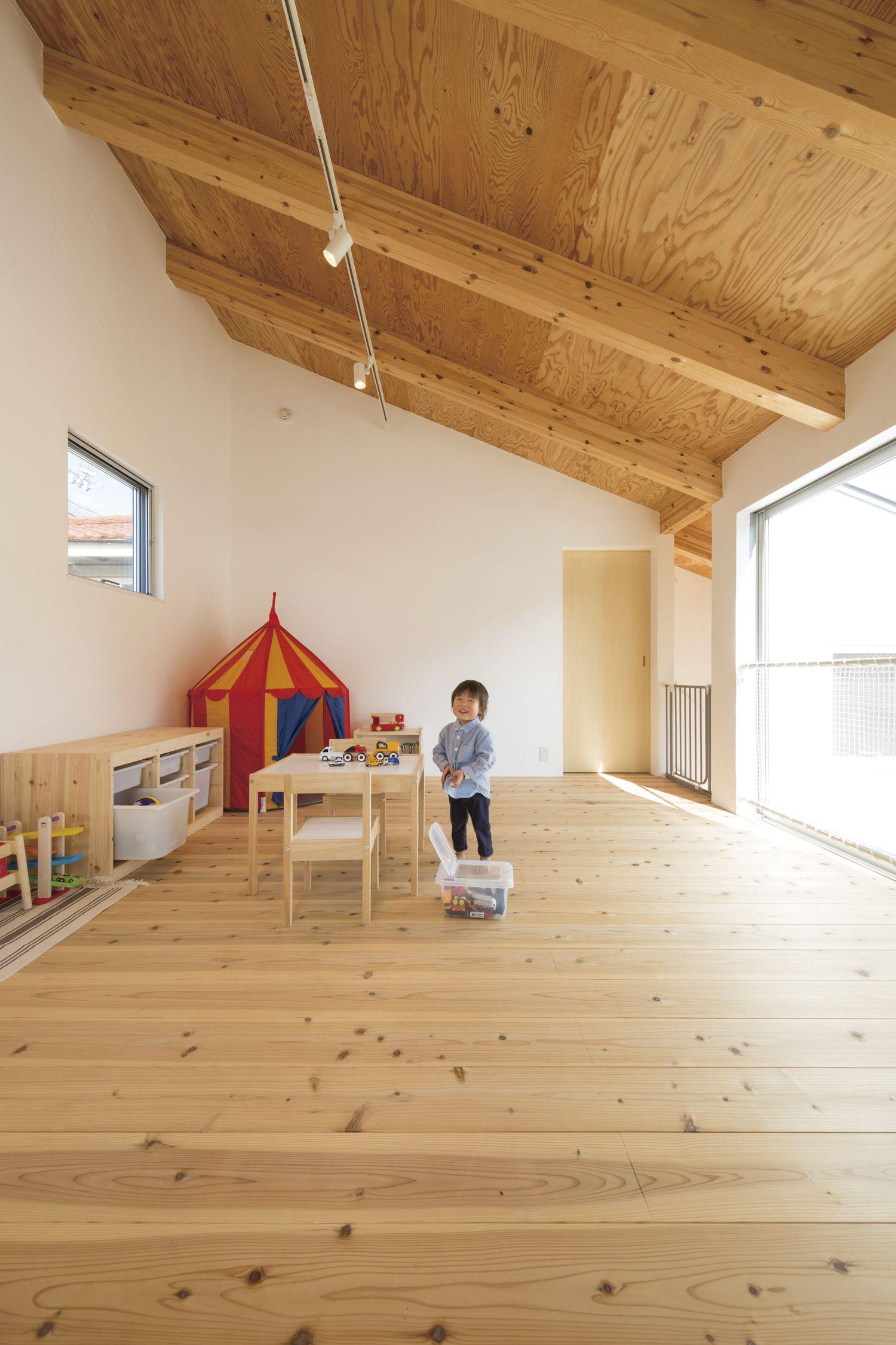子ども部屋は 小さい時は広く遊び場として使います 大きくなったら