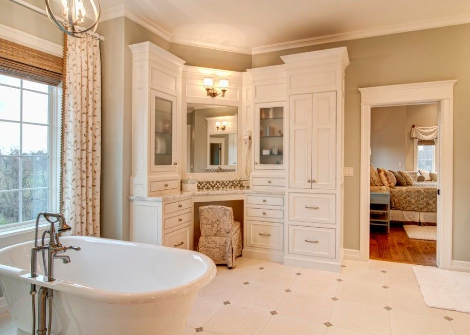 Dramatic Master Bathroom Decor Ideas With Plain Beige Wall