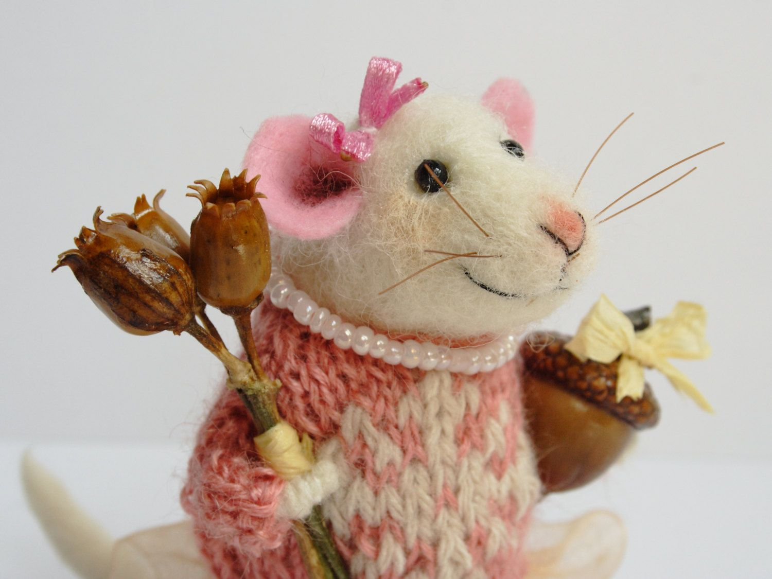 Needle felted Mouse. Mouse Lady. Mouse with flowers and real acorn. Gift…