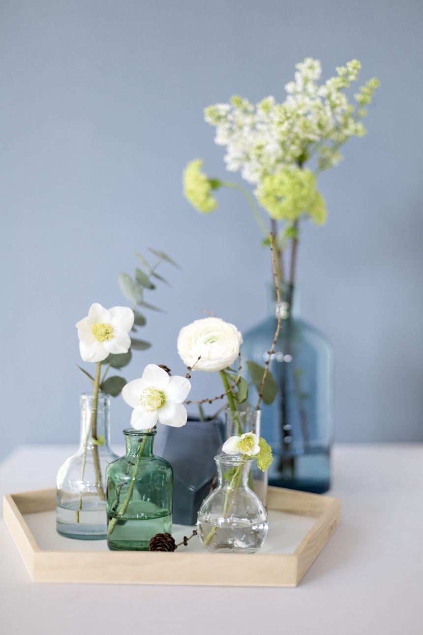 eine blaue wand f r das wohnzimmer blumen deko pinterest blaue wandfarbe wandfarbe und. Black Bedroom Furniture Sets. Home Design Ideas