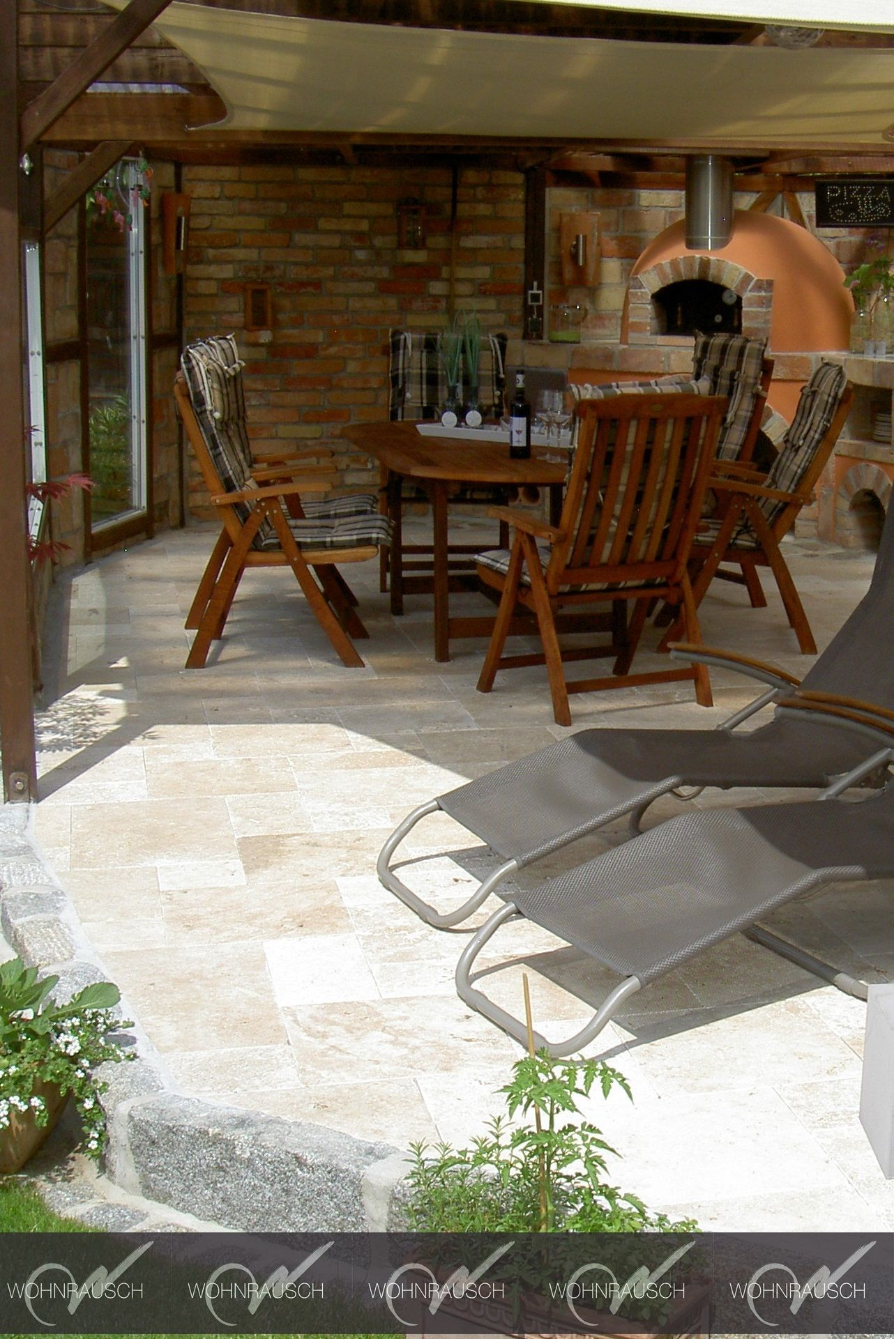 Eine schöne antike Terrasse. Die Sorte heißt Medium Rustic, eine ...