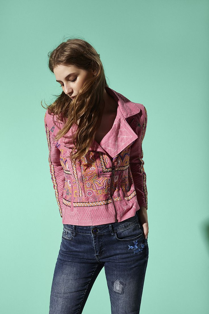 Pink jacket with a crossover fastening and embroidered details Slim fit. 100% COTTON.