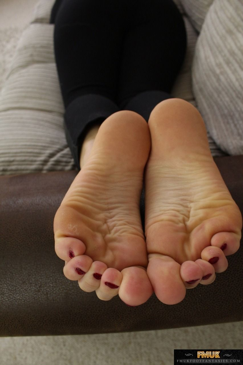 Female Foot Fetish Of Older Women - Naked Photo-7899