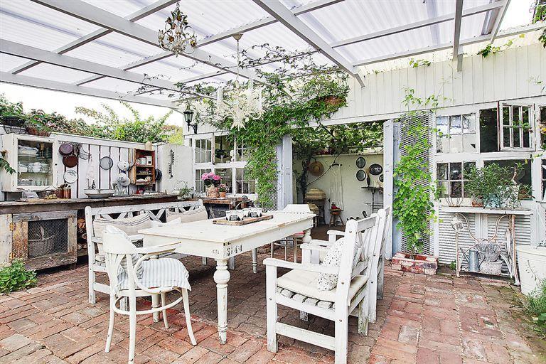 Goergous Shabby Chic Outdoor Kitchen Dining In Scandinavia