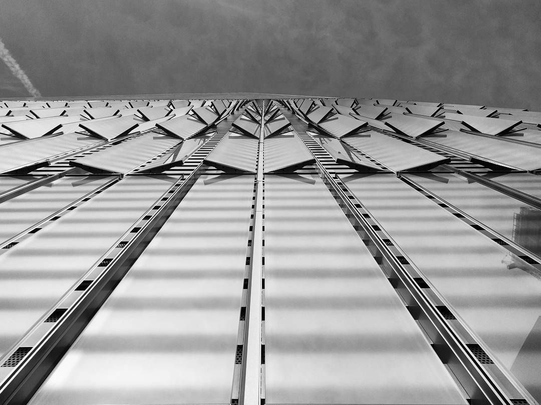 Monday architecture - One World trade center by SOM  #monday #architecture #oneworldtradecenter by #som #skidmoreowingsmerrill #2015 #newyork #skyscraper #podium #steelslats #pattern #dinamic #surface #shimmering #igersnyc #igersnewyorkcity #picoftheday #instadaily #instarchitecture #giuliagoestonewyork