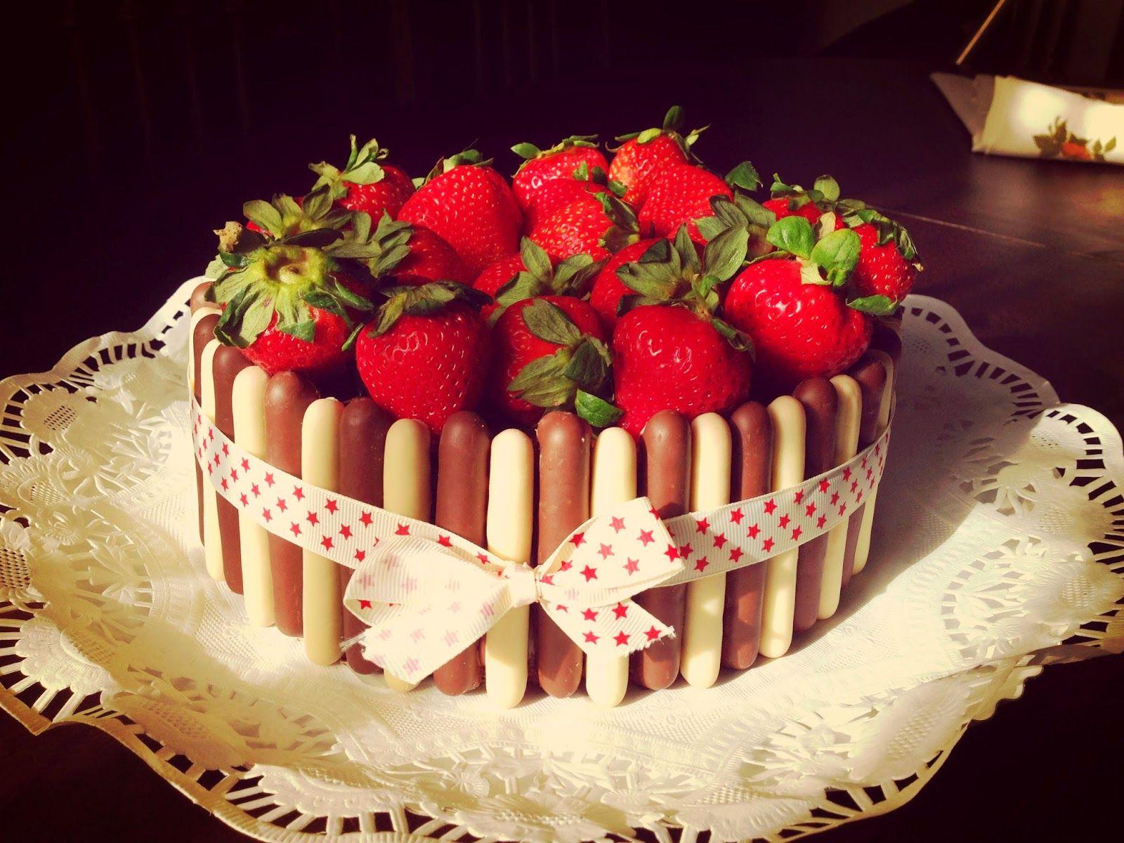 Strawberry and chocolat cake