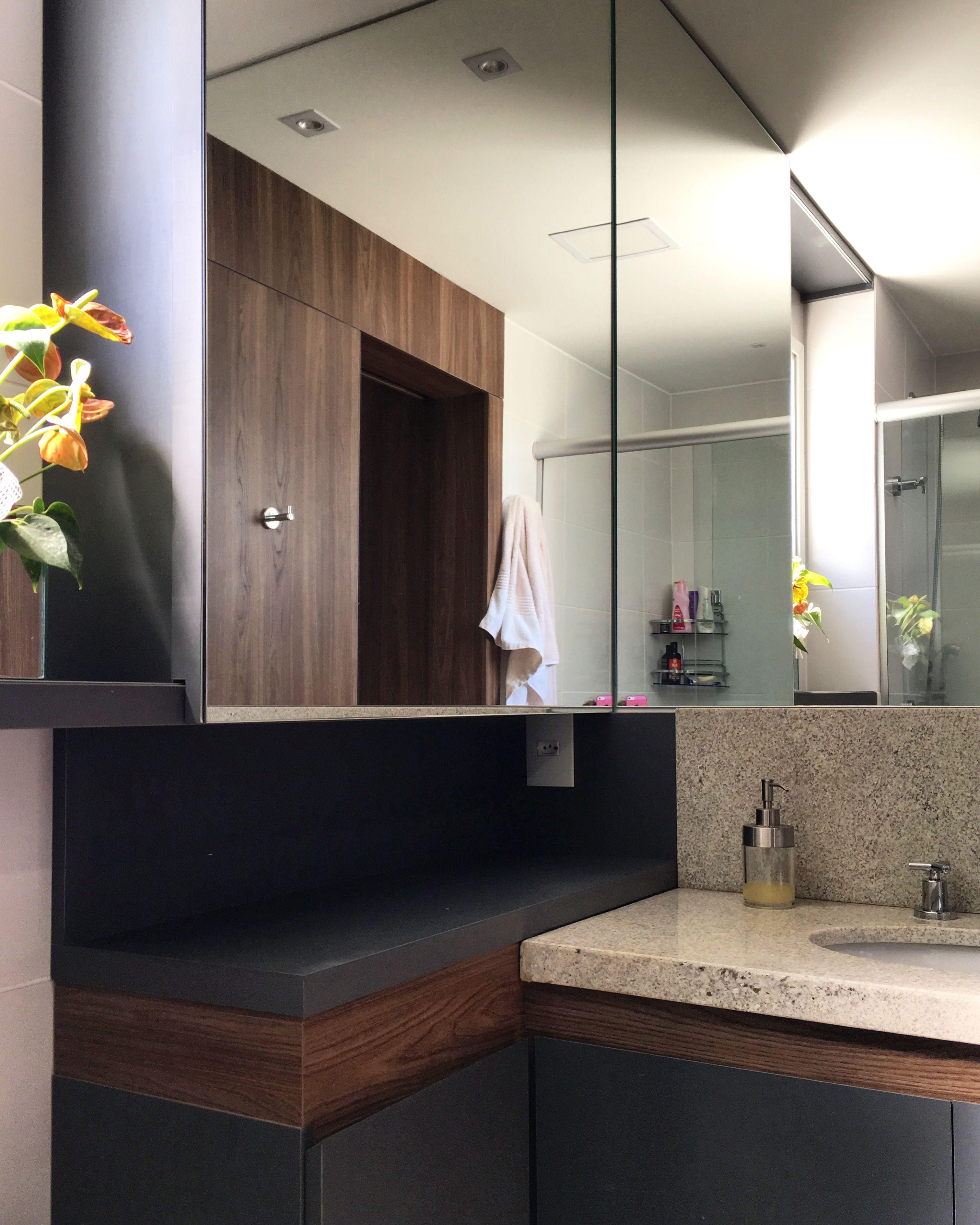 Banheiro Moderno Com Revestimento Em Granito E Concreto Rabisco