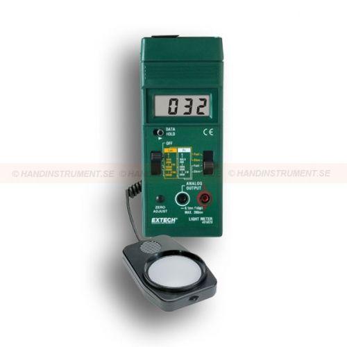 http://termometer.dk/lux-och-lysmaler-r13788/lux-ljusmatare-53-401025-r13789  Lux-/ljusmätare  Omhyggelig visning af ljusnivåni form for Fc og Lux på tre områder  Select hurtig (1 sekund) eller langsom (2 sekunder) responstid  Analog output 1mV pr måling til at spare aflæsninger Garanti: 2 År Leveringstid: 4-5 Uger
