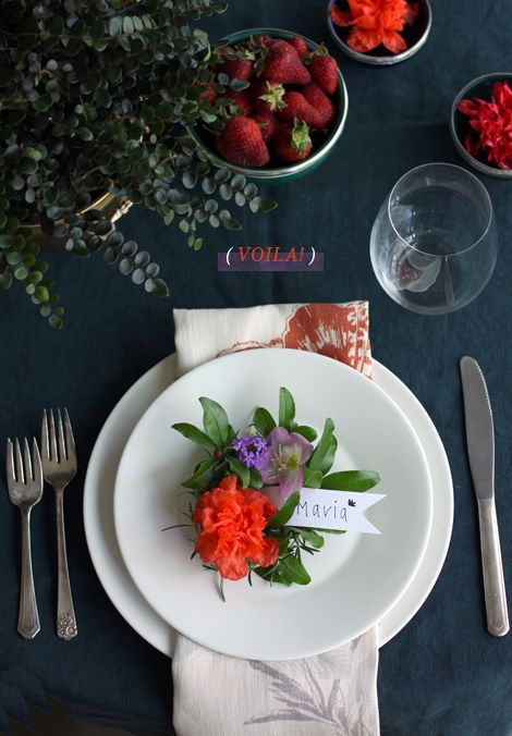 Flowery place cards.