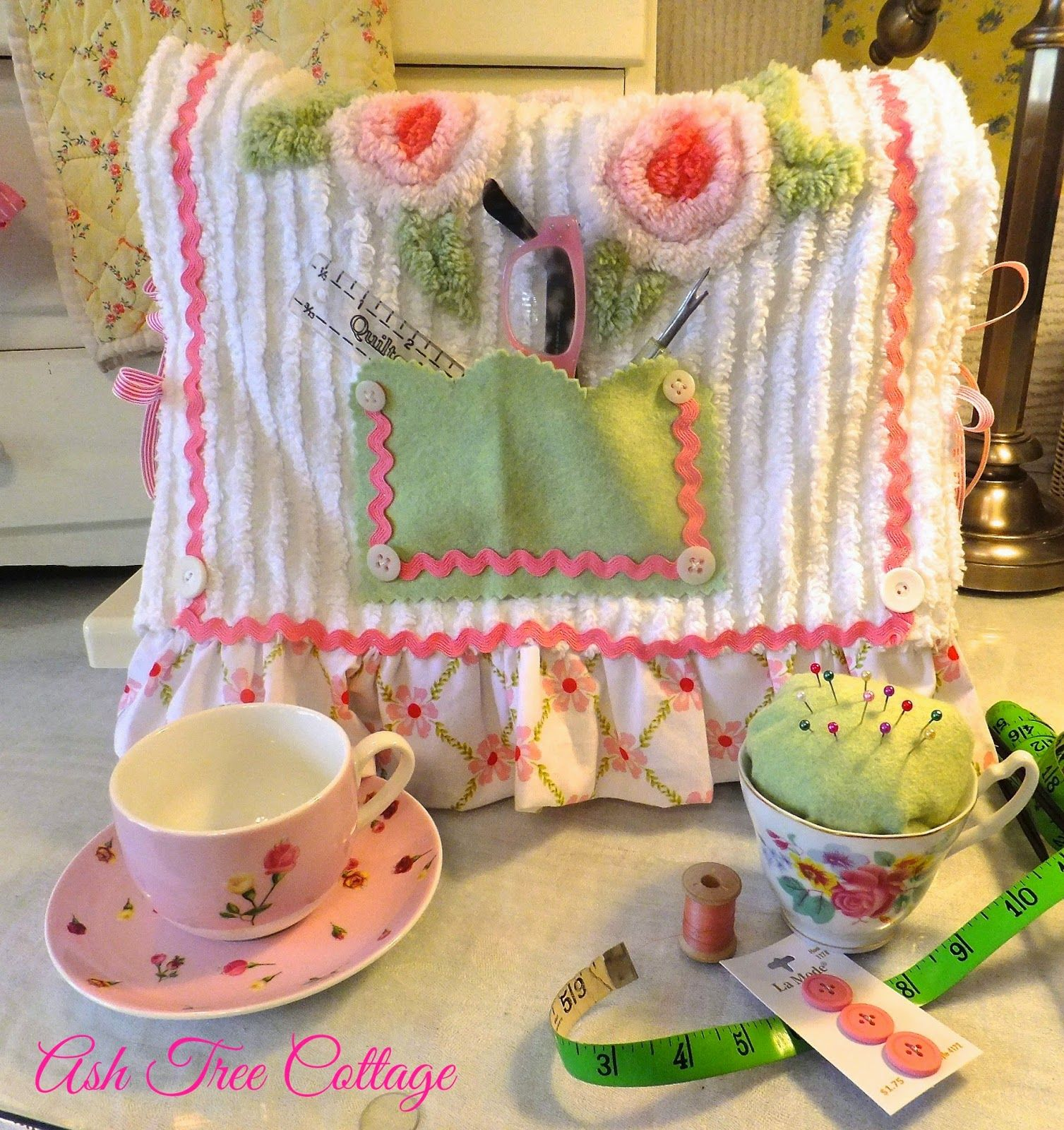 Cute sewing machine cover to make for when i live in my little cute sewing machine cover to make for when i live in my little cottage jeuxipadfo Choice Image