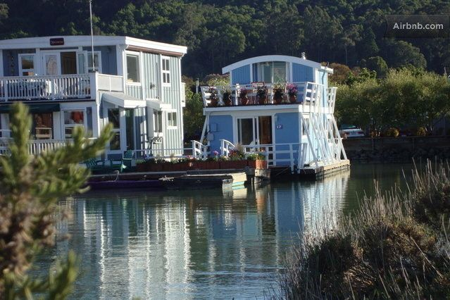Sinaiko Salisbury Tiny Houseboat On Airbnb Travel Thoughts