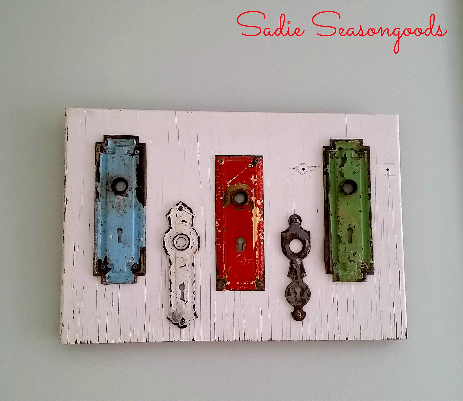 Unlock your rustic home decor style but attaching a colorful collection of antique skeleton key plates & Unlock your rustic home decor style but attaching a colorful ...