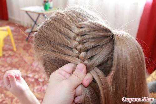Äiti ottaa kolme osiota hiuksista ja alkaa letittää – Lopputulos on uskomattoman kaunis | Vivas