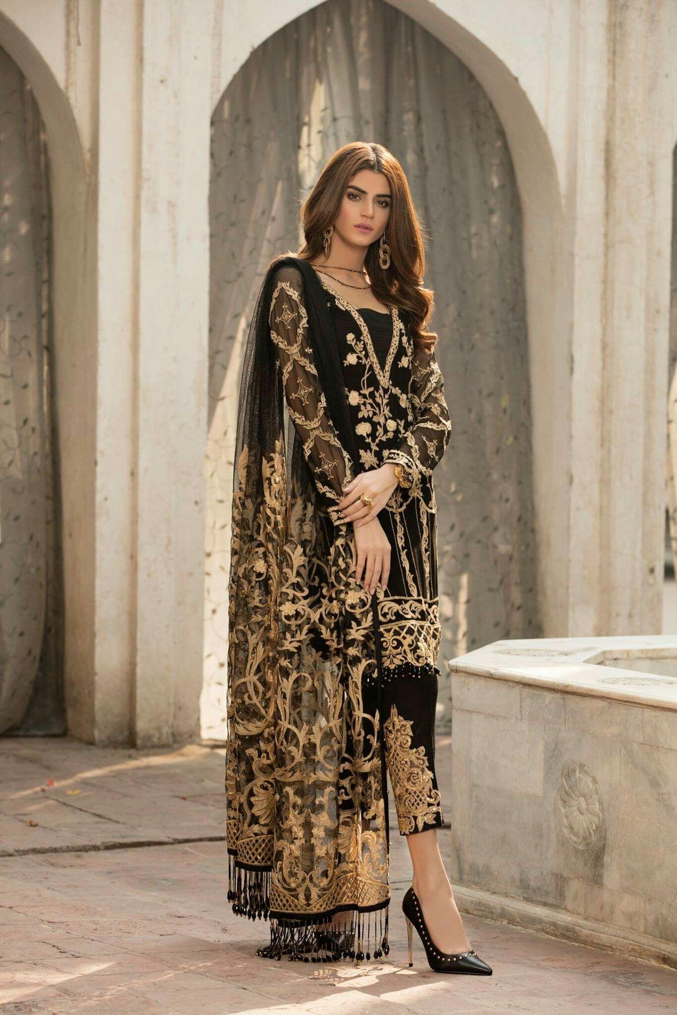 Pin By Pinder On Embroider Pakistani Designer Clothes Pakistani Fashion Party Wear Pakistani Outfits [ 2048 x 1365 Pixel ]