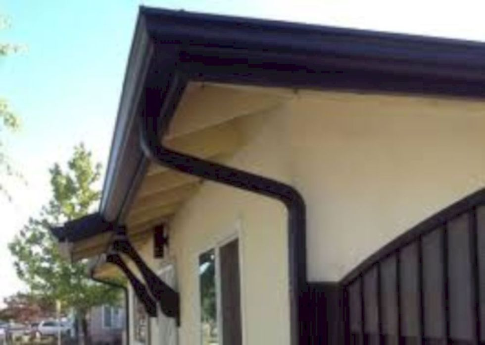 47 Cozy Water Roof Ideas For Home With Black Gutters Decoratrend Com Gutters Elegant Homes Architecture Building