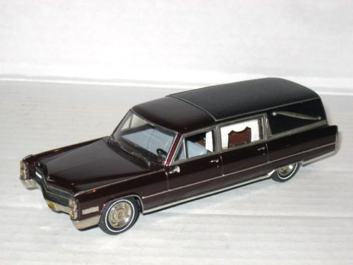 Motor City 1966 Cadillac Deluxe Hearse Limousine Maroon Mc 79 1 43