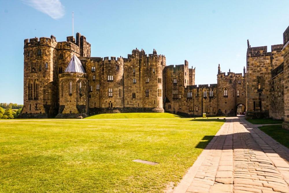 Ultimate Alnwick Castle Harry Potter Guide One Step Wanderer In 2020 Alnwick Castle Scotland Castles Harry Potter Filming Locations