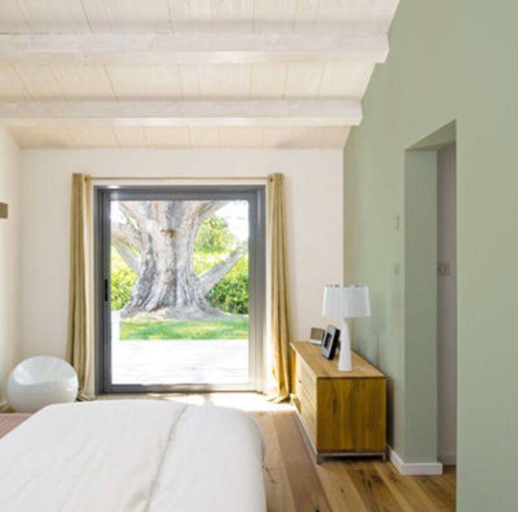 Chambre repeinte en vert olive. Satinéa Mat Velours. Peintures ...