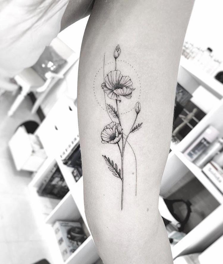 Tatuaje Geometrico Minimalista Geometrictattoos Tatuaje Geometrico Minimalista Geometric In 2020 Geometrisches Tattoo Ideen Fur Tattoos Konstellation Tatowierungen