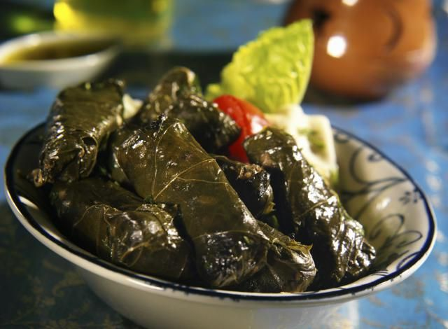 How To Make Dolmathakia Me Kima Beef And Rice Stuffed Grape Leaves Recipe Stuffed Grape Leaves Greek Recipes Recipes