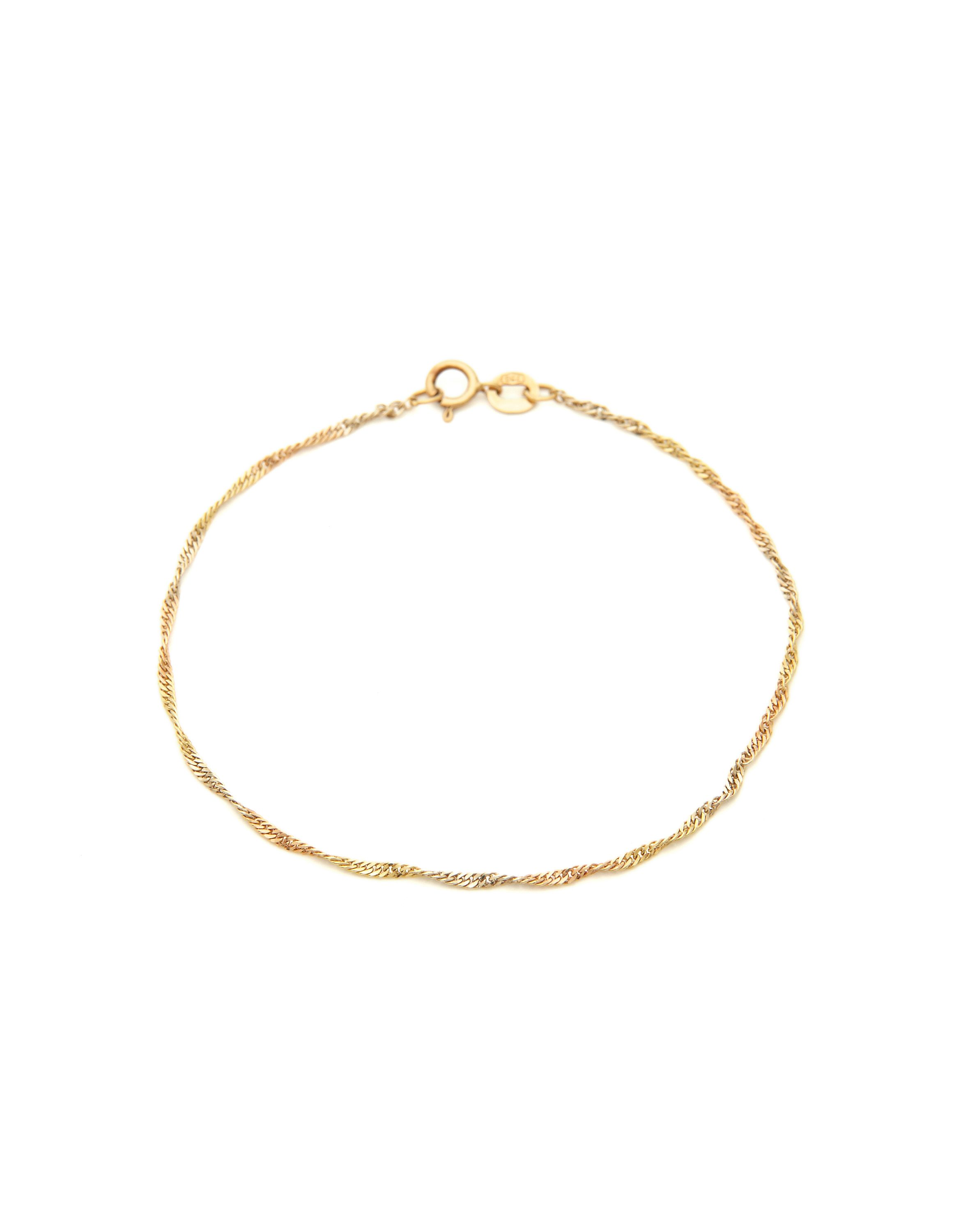 Simple and light bracelet. Ideal gift for babies and children.