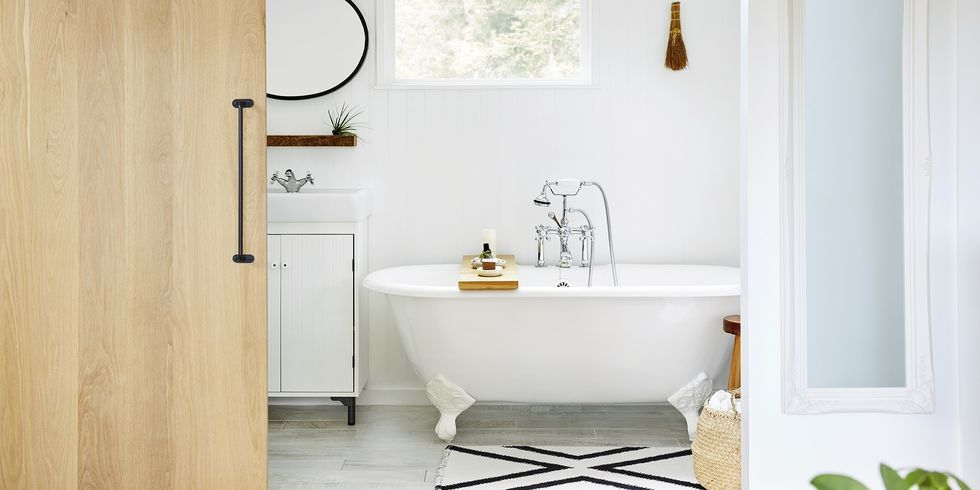 A Cleaning Expert Explains How To Clean Your Bathroom From Top To Bottom In 2020 Bathroom Cleaning Bathroom Cleaning List Bathroom Cleaning Checklist