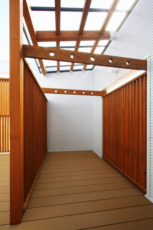 家族だけの空が望めるウッドデッキの中庭のある家 新築 住宅 注文