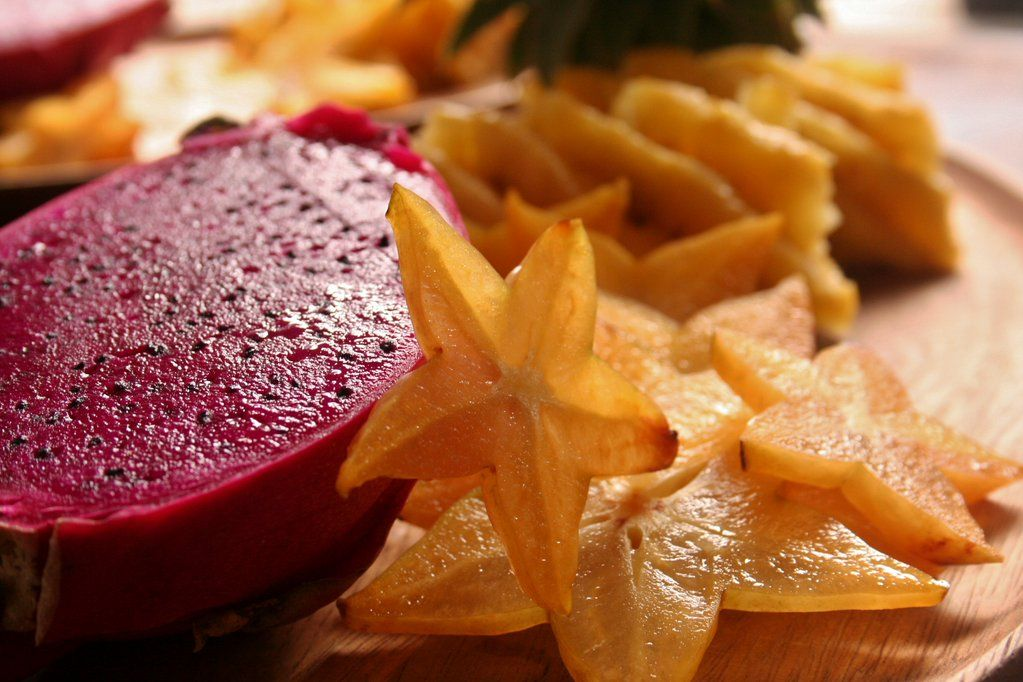 今度は赤いドダゴンフルーツとスターフルーツ。 スターフルーツはとってもフルーティーな香りです。